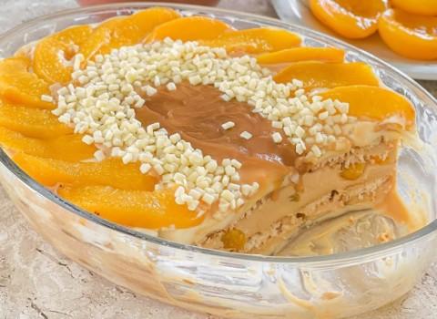 sobremesa gelada com pêssegos
